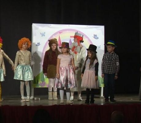 """DOBOJ: Dobojski mališani uživali u predstavi """"Imaš pravo na distancu"""" (FOTO)"""