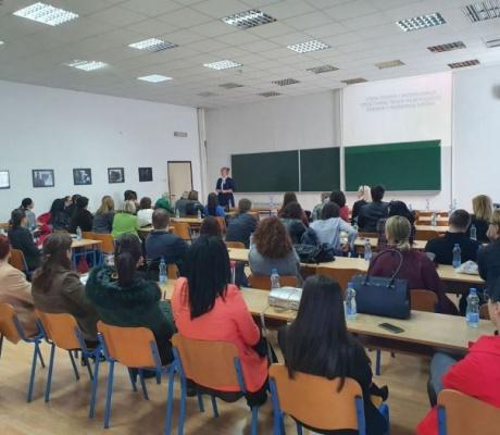 DOBOJ: Stručni seminar za pedagoge, nastavnike i profesore engleskog jezika u organizaciji Filološkog fakulteta SPU (FOTO)
