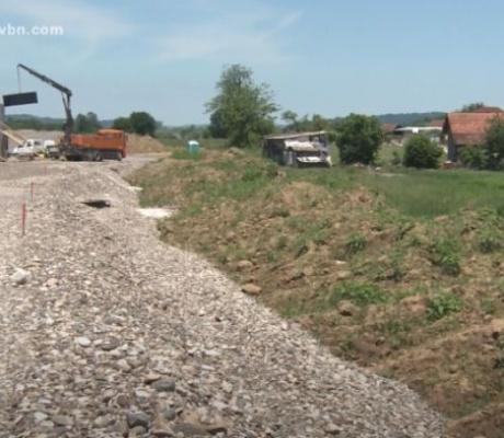 DOBOJ: Bespravno oduzeto zemljište zbog auto-puta (VIDEO)