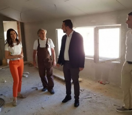 DOBOJ: Akademski vajar Drago Handanović poklonio svoja djela gradu