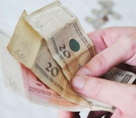 POZAJME 400, VRATE 555 KM Sve više građana uzima mikrokredite, kamata kod legalnih zelenaša dostiže nevjerovatnih 220 odsto