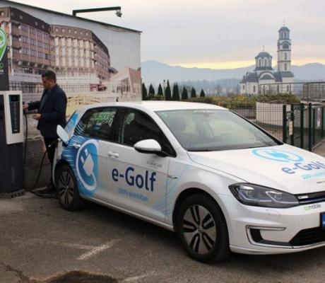 """ZTC """"BANJA VRUĆICA"""": Instalirali punjač za električne automobile"""